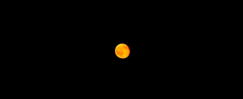 La luna fa da cornice